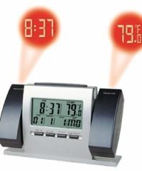 Projektoros kivetítős óra idő- és hőmérséklet kivetítővel