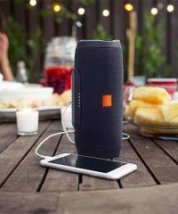Hordozható Vezeték Nélküli Hangszóró és Vésztöltő J3 Bluetooth Vízálló USB TF MP3 FM Rádió